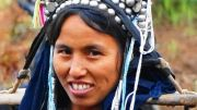 Latitude180-laos-phongsali-trek-villaggi-akha-costume-tradizionale