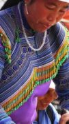 Latitude180-vietnam-bac-ha-2016-sunday-market-etnia-flower-hmong21