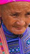 Latitude180-vietnam-bac-ha-2016-sunday-market-etnia-flower-hmong33