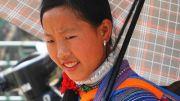 Latitude180-vietnam-bac-ha-2016-sunday-market-etnia-flower-hmong38