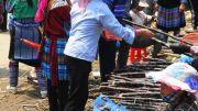 Latitude180-vietnam-bac-ha-2016-sunday-market-etnia-flower-hmong54