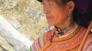 Latitude180-vietnam-bac-ha-2016-sunday-market-etnia-flower-hmong39
